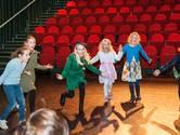 Kinderen 'op reis' tijdens boekenfeest in Schouwburg Gouda