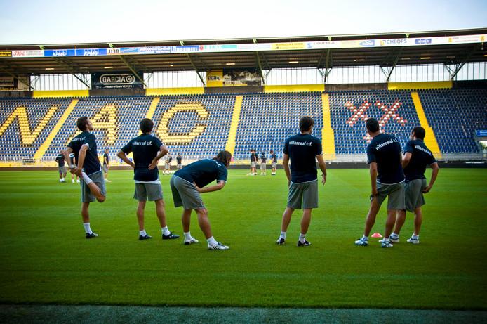 De vedetten van Villarreal strekken voor het tweeluik met NAC de benen in het Rat Verlegh Stadion.