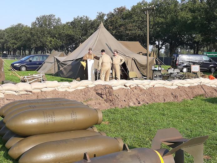 Bedrijvigheid in het geallieerde kamp op Wings for Freedom.