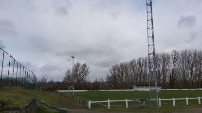 Vakwerkpyloon aan voetbalveld komt er na de winter