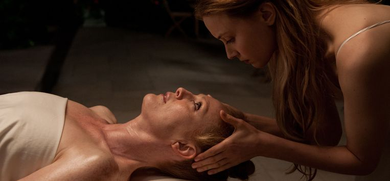 Julianne Moore en Sarah Gadon in Maps to the Stars (David Cronenberg, 2014). Beeld