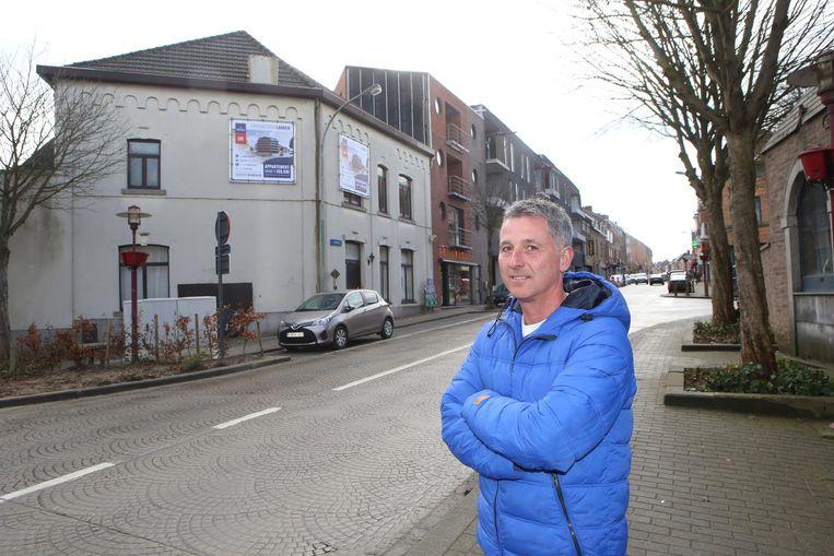 Raadslid Garry Peeters aan het Gendarmerieplein.
