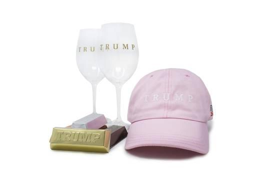 Trump-merchandise is in zijn webshop niet meer te koop.