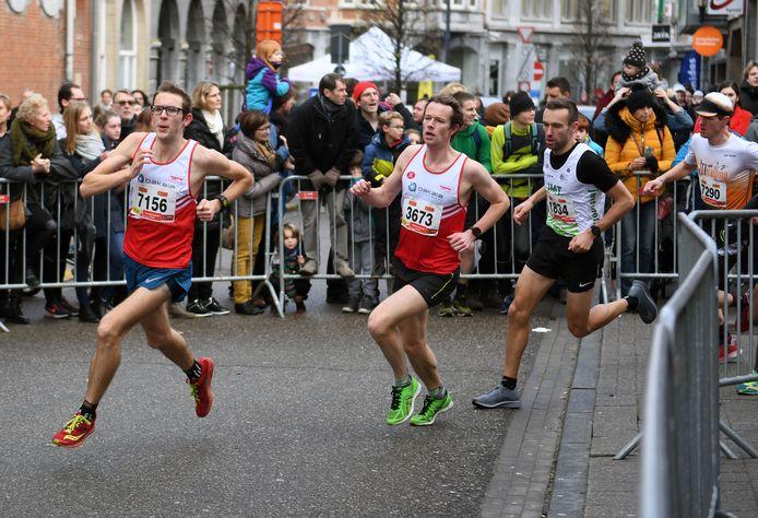 Gerd Devos (in derde positie) op de 12 km op de Kerstcorrida van Leuven.