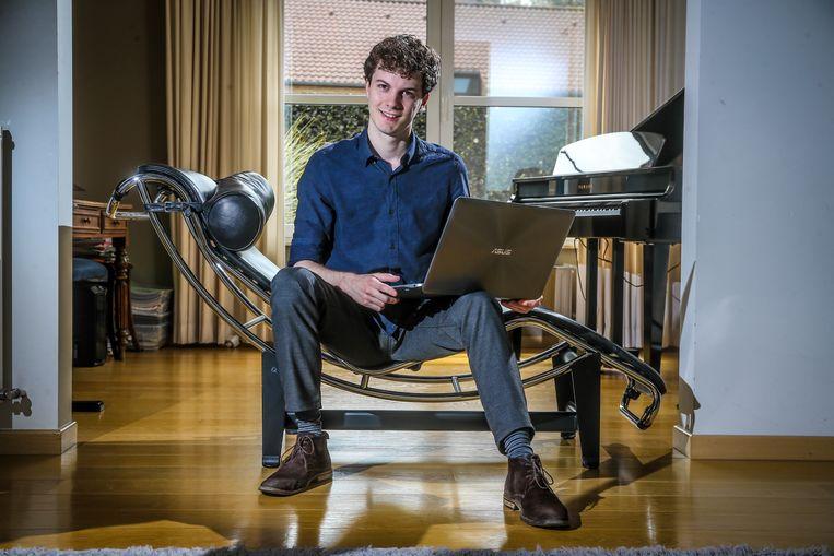 """Thomas Winters (24) creëerde eerder al de 'Torfsbot': een programma dat tweets verstuurt die zó van Rik Torfs zouden kunnen komen. De kerkjurist zelf vindt het """"geestig""""."""