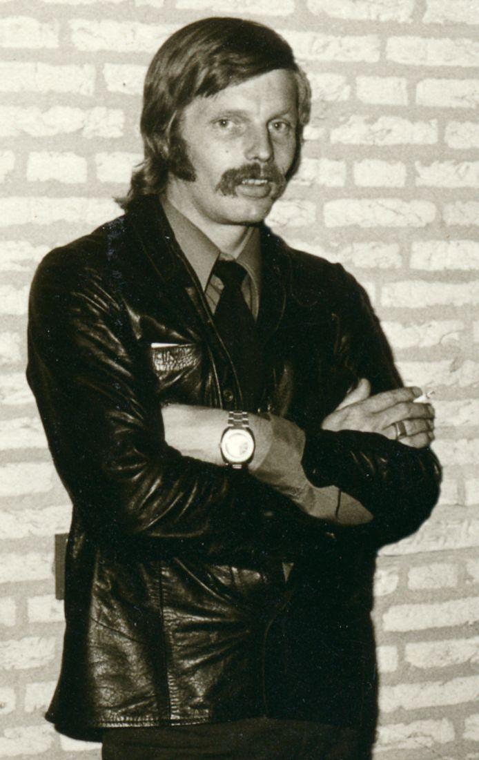 Politieman Flip Raap werkte een groot deel van zijn carriere in burger en hield onder meer de Rode Jeugd in Eindhoven in de gaten. Hij was de man die RAF-terrorist Knut Folkerts in 1977 in Utrecht pakte, vlak nadat deze een politieman had doodgeschoten en een tweede agent levensgevaarlijk had verwond.