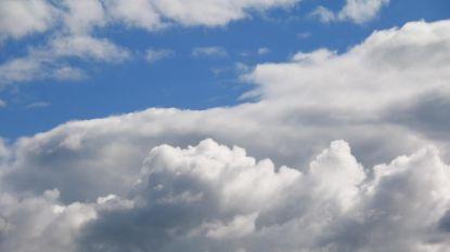 Zachte, soms zwaarbewolkte dag met af en toe een bui