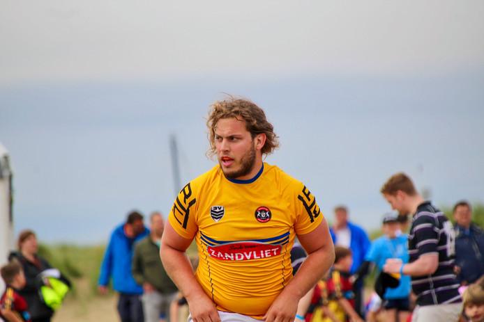"""HRC-prop Rick van Dijk had het niet naar zijn zin tijdens het North Sea Beach Rugbytoernooi. ,,Dit is niet mijn sport."""""""