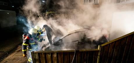Auto en container gaan in vlammen op bij ongeregeldheden in Oosterhout
