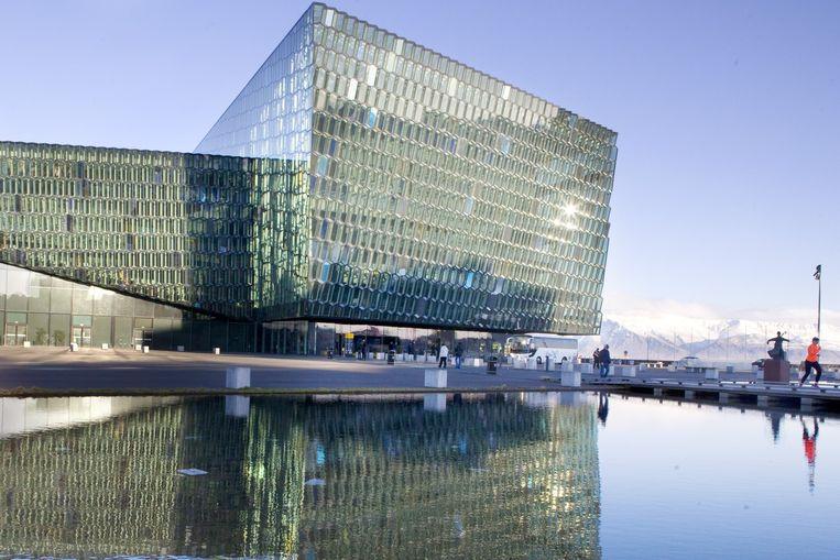 Het Harpa concertgebouw in Reyjavik. Beeld Io Cooman