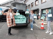 Loes legt vierhonderd coronamedewerkers Deventer Ziekenhuis in de watten