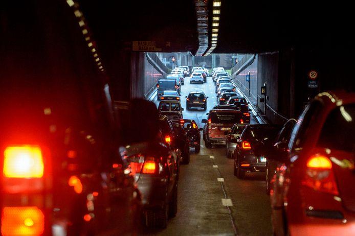 Bruxelles se place en première position au niveau des villes les plus embouteillées du pays, avec un trajet qui dure en moyenne 29% plus longtemps, mais moins de 24% comparé à l'année passée. Sur la liste européenne la ville de Bruxelles occupe la 28e place. En comparaison, Paris se place en 15e place, Londres en 18e et Berlin en 24e position. Pictures Photo News / Philip Reynaers 2/02/16