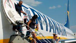 """Peeters waarschuwt Ryanair: """"Voor wie vóór 1 september heeft geboekt, mag er niks veranderen"""""""