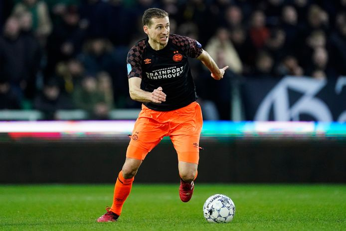 Daniel Schwaab in actie bij PSV. De club kan met respect terugkijken op zijn bijdrage in de laatste vier jaar.
