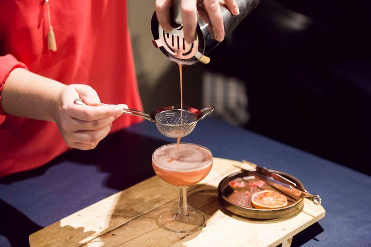 Restaurant O Geros te Genk doet mee met Tournée Minérale : Vallina maakt van bloedappelsienen een lekker alcoholvrij drankje : de ''Blood Moon''.