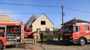 VIDEO. Woning loopt zware schade op bij felle zolderbrand