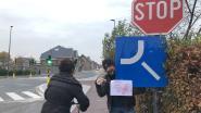 Van een ongelukkig geplaatst verkeersbord gesproken... Fietsers bukken, a.u.b.!
