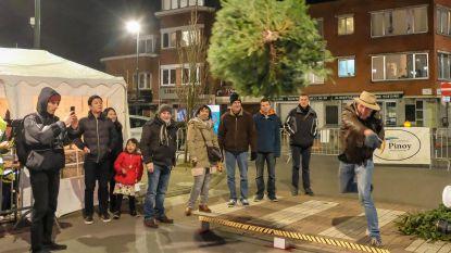 Vierhonderd deelnemers doen gooi naar record 'kerstboomwerpen'