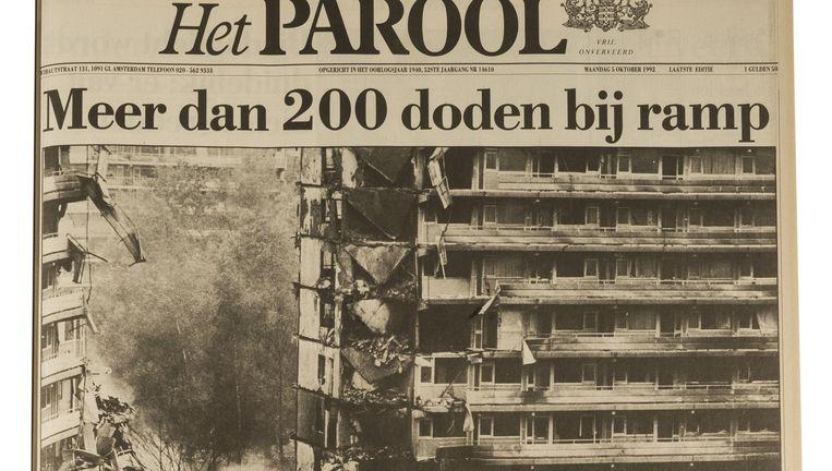 Maandag 5 oktober 1992 opende de krant (geleid door Sytze van der Zee), met een paginagrote foto van de Bijlmerramp. Het dodental bleek later met 43 veel lager. Beeld Maarten Steenvoort