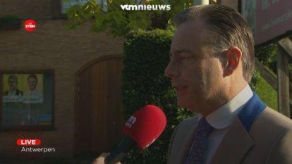 """De Wever: """"Als men verstand zou gebruiken, zou men confederale kaart op tafel leggen"""""""