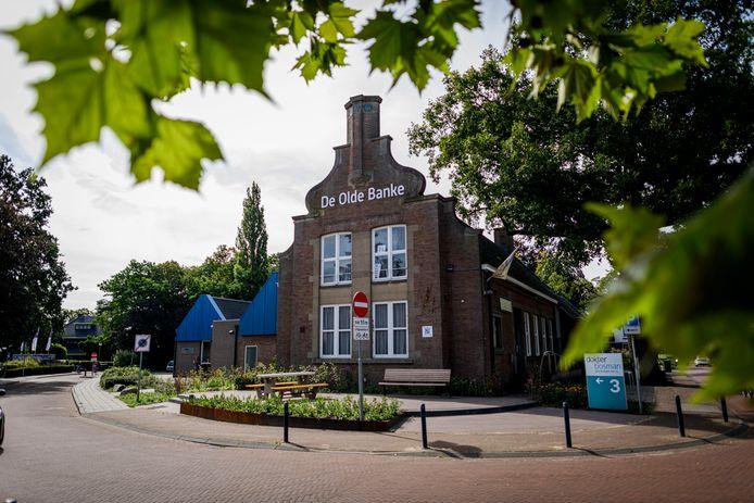 De voormalige boerenleenbank in Ruurlo, nu kantoor- en praktijkruimte.