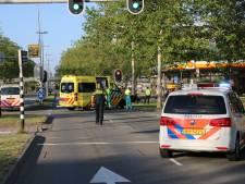Motorrijder gewond naar ziekenhuis na aanrijding op de IJssellaan in Arnhem