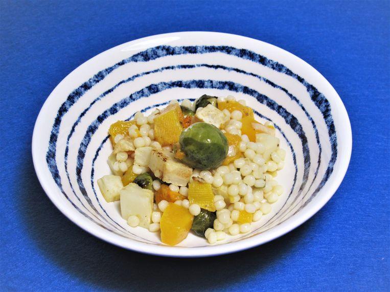 Salade van parelcouscous met gegrilde groenten Beeld Pay-Uun Hiu