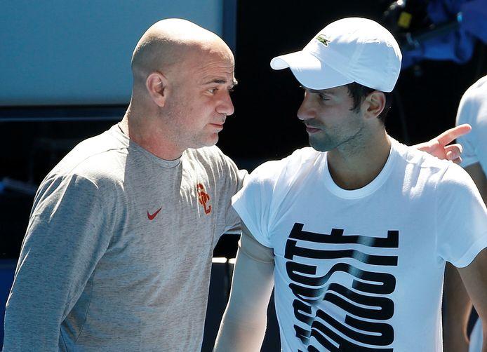 Andre Agassi als coach van Novak Djokovic