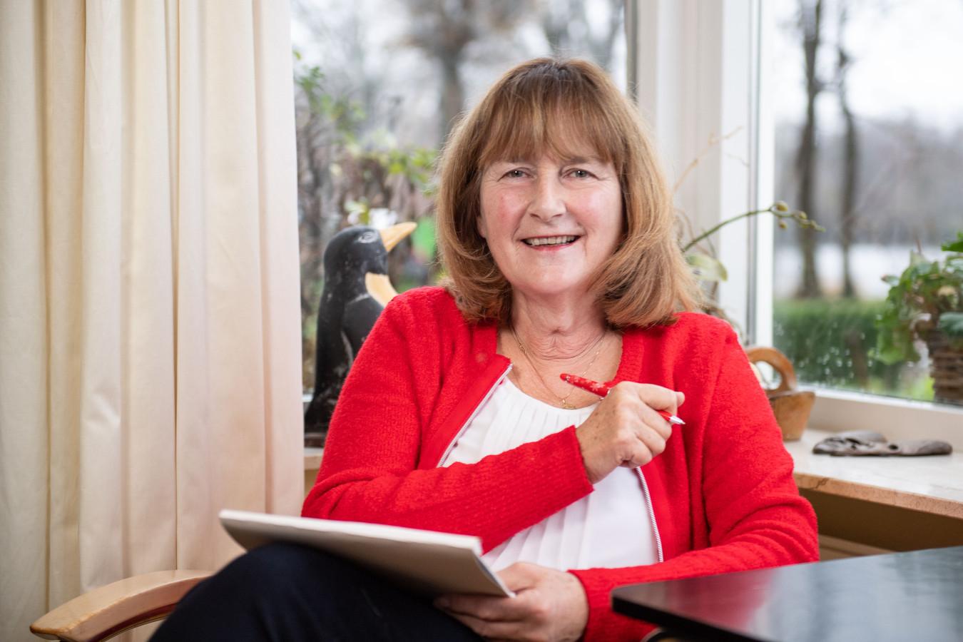 SP-gemeenteraadslid Marie Jose Huis in 't Veld wil dat gemeenteraadsleden zwerfafval gaan prikken aanstaande zaterdag.