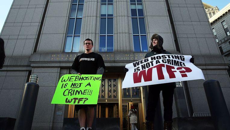 Supporters van Ross Ulbricht, oprichter van de website Silk Road, protesteren tijdens heb proces tegen Ulbricht Beeld anp