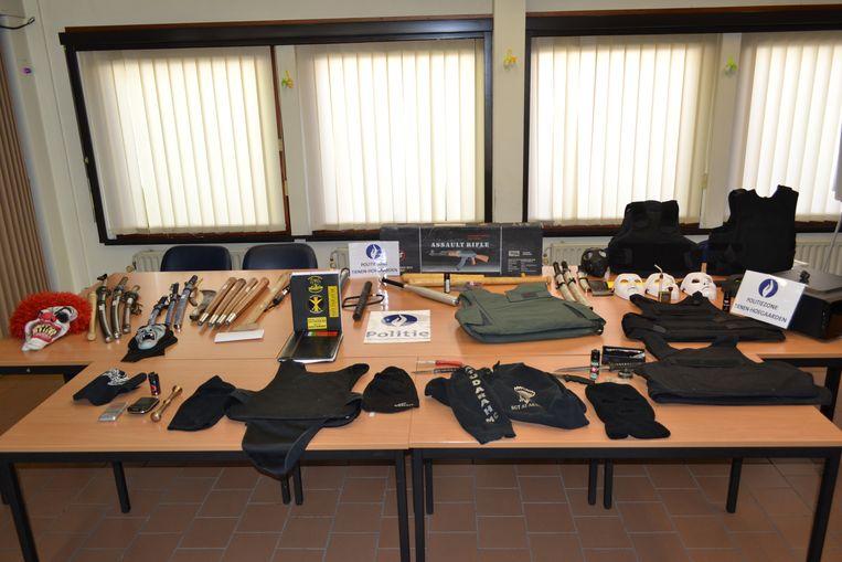 Tijdens huiszoekingen bij leden van Satuarah in Tienen werden in maart 2017 verschillende wapens, kogelwerende vesten, precisieweegschalen en drugs in beslag genomen.