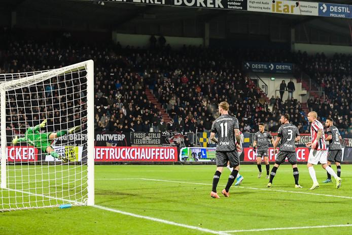 Freek Heerkens schiet de 3-0 binnen.