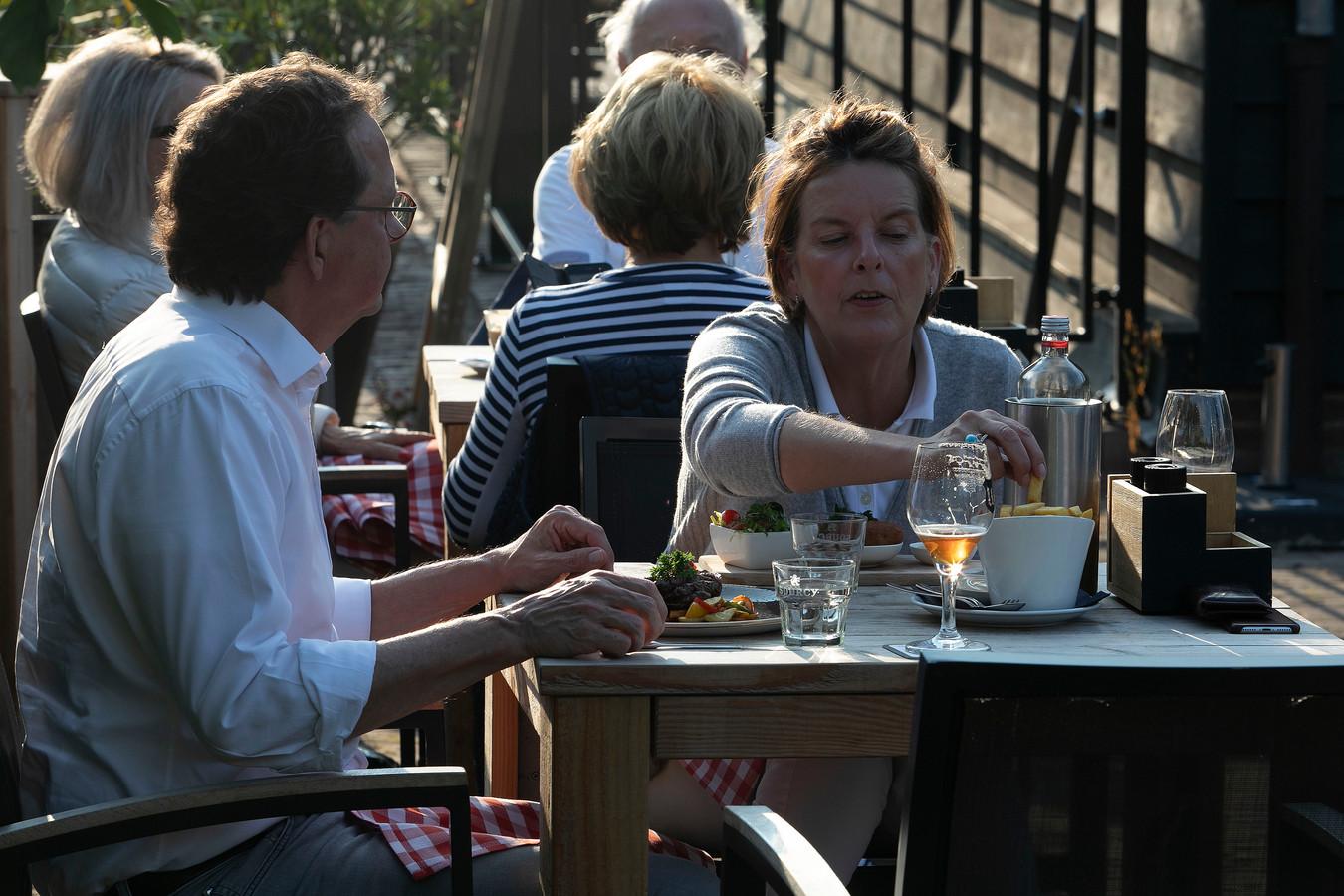 Op het terras van De Watermolen van Opwetten heerst een heerlijke sfeer.