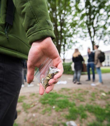 Scholen strijden tegen drugs: 'Dealers rijden als ijscomannen het schoolplein op'
