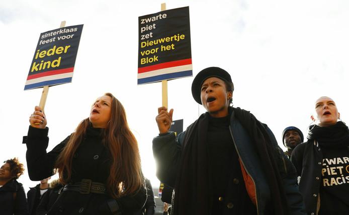 Actievoerders Kick Out Zwarte Piet bij een eerder protest in Rotterdam.