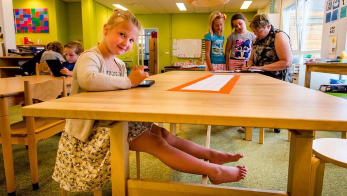 Leerlinge Sasha op 'flexibele' basisschool Casa