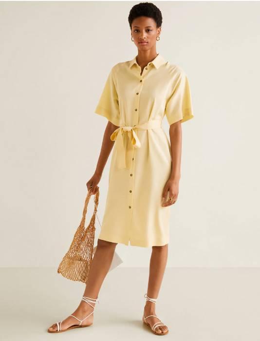 Robe jaune à manches courtes - 39,99 euros au lieu de 49,99 euros.