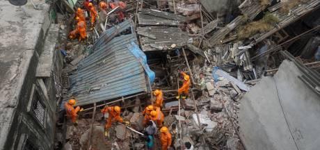 Un immeuble s'effondre en Inde: au moins 9 morts, des personnes piégées dans les décombres