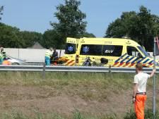 Motorrijder hard onderuit op A59 ter hoogte van Nuland, twee opzittenden droegen geen motorkleding
