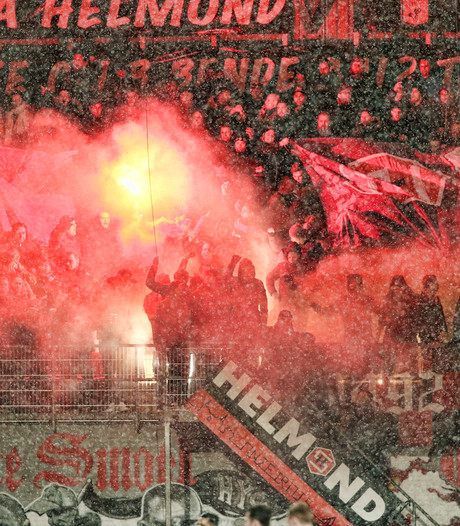 Fanatieke Helmond Sport-supporters laten weer van zich horen op De Braak