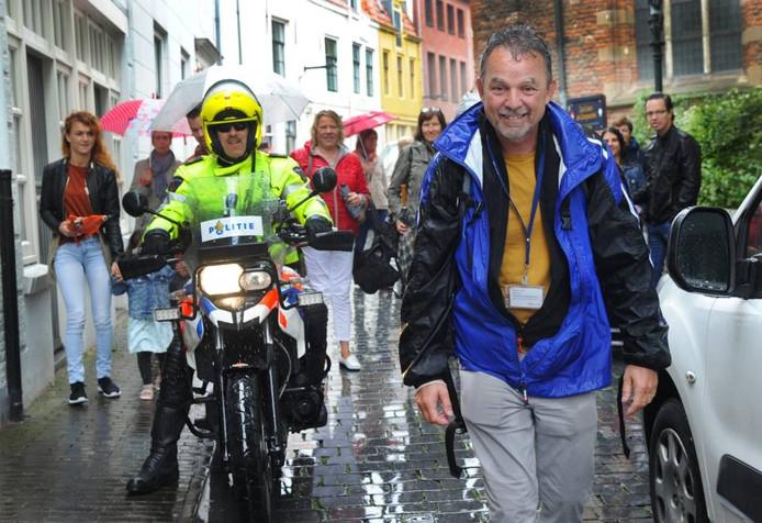 Rudi Jonkman uit Middelburg werd gisteren verrast door zijn collega's. Lex de Meester
