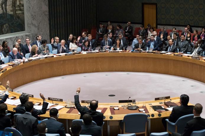 Leden van de VN-Veiligheidsraad tijdens de stemming over de door de VS geïnitieerde resolutie over het geweld in de Gazastrook.