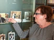 Ria (66) uit Renswoude spaart bedankkaartjes van Oranje: 'Pieter van Vollenhoven stuurt altijd een persoonlijk bericht terug'