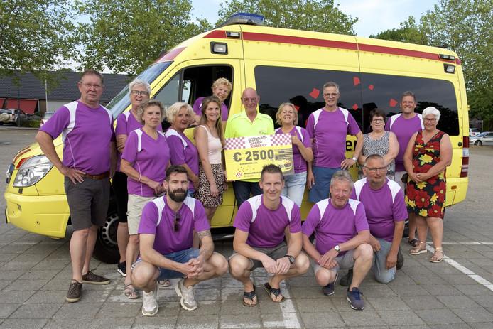 De cheque met 2.500 euro werd maandag overhandigd aan Wensambulance Brabant