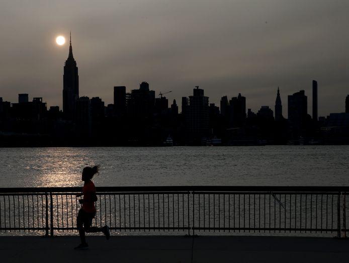 De rook van de branden aan de westkust van de Verenigde Staten hebben ook miljoenenstad New York aan de oostkust bereikt. (15/09/2020)