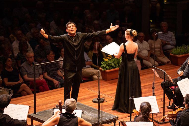 Giulio Prandi leidde zaterdag op het Festival Oude Muziek in Utrecht een prachtige mis van Pergolesi in TivoliVredenburg. Beeld Anna van Kooij