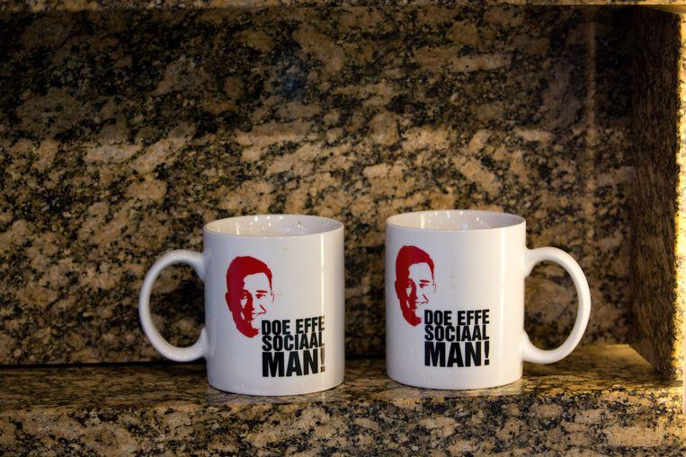 Koffiemokken van de SP. Beeld Martijn Beekman