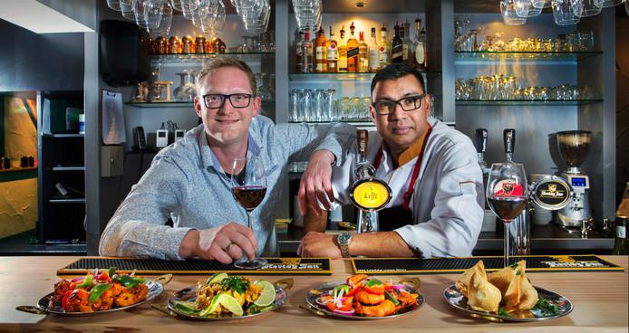 Eigenaar Adelhard Stoel (links) met zijn Indiaase chef-kok Sagar Kahn.