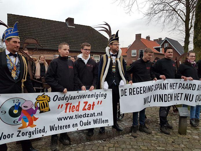 Tied Zat samen met prins Bernardus van Ploegersland.