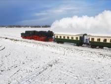 Stoomtrein in sneeuw zorgt voor idyllisch filmpje